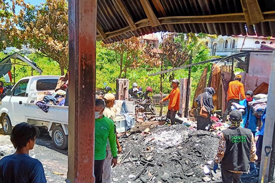 DDS, DDV Sumbar Bersama BPBD Kota Padang Bersihkan Sisa Puing-Puing Asrama Panti Asuhan Al Falah