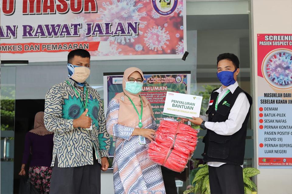 DD Singgalang Salurkan APD ke Rumah Sakit dan Puskesmas
