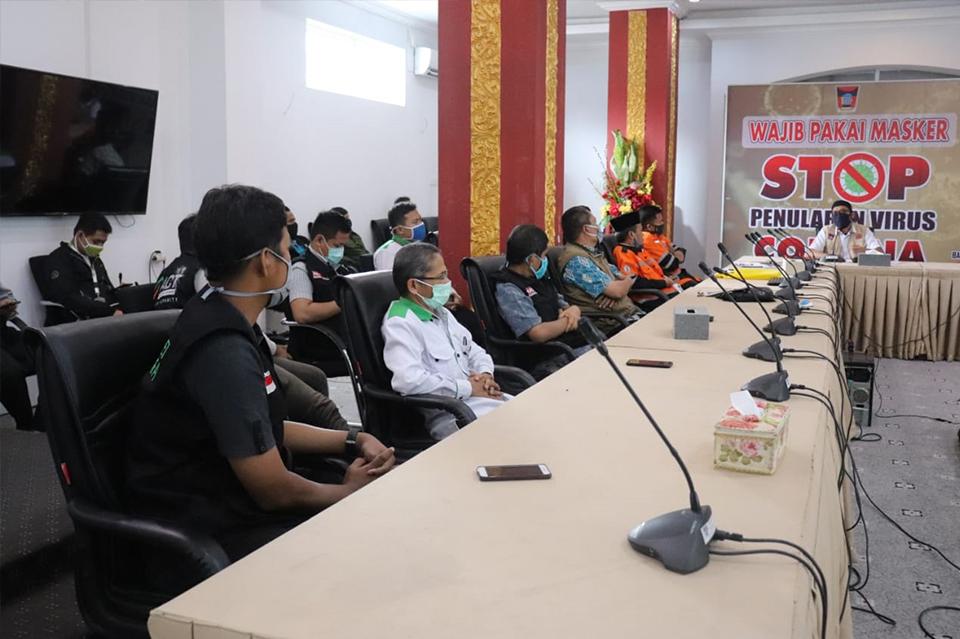 DD Singgalang Bersama LSM di Kota Padang Sinergi Bagikan Beras