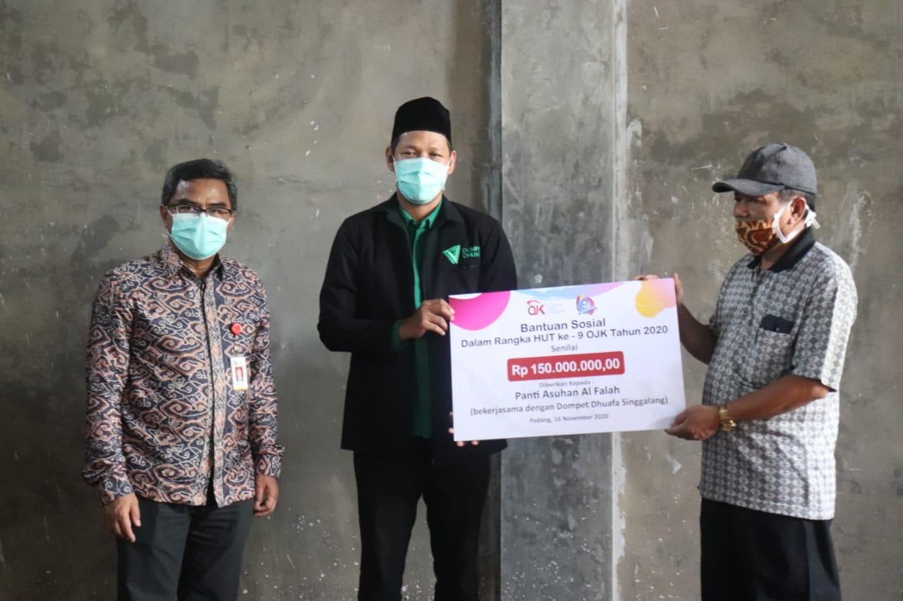 HUT ke-09, OJK Sumbar Sinergi dengan DD Singgalang Salurkan Dana Sosial Rp150 Juta Rupiah Untuk Pembangunan Panti Al Falah